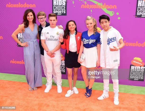 Actors Jama Williamson Aidan Miner Ricardo Hurtado Breanna Yde Jade Pettyjohn and Lance Kim attend Nickelodeon Kids' Choice Sports Awards 2017 at...