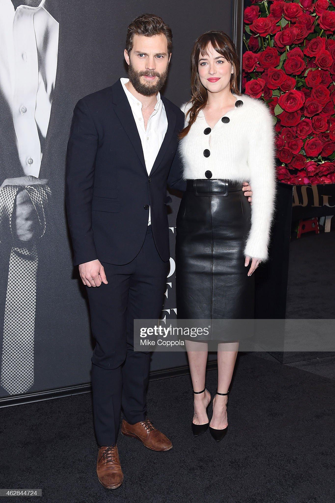 ¿Cuánto mide Dakota Johnson? - Altura - Real height Actors-jamie-dornan-and-dakota-johnson-attend-the-fifty-shades-of-picture-id462844724?s=2048x2048