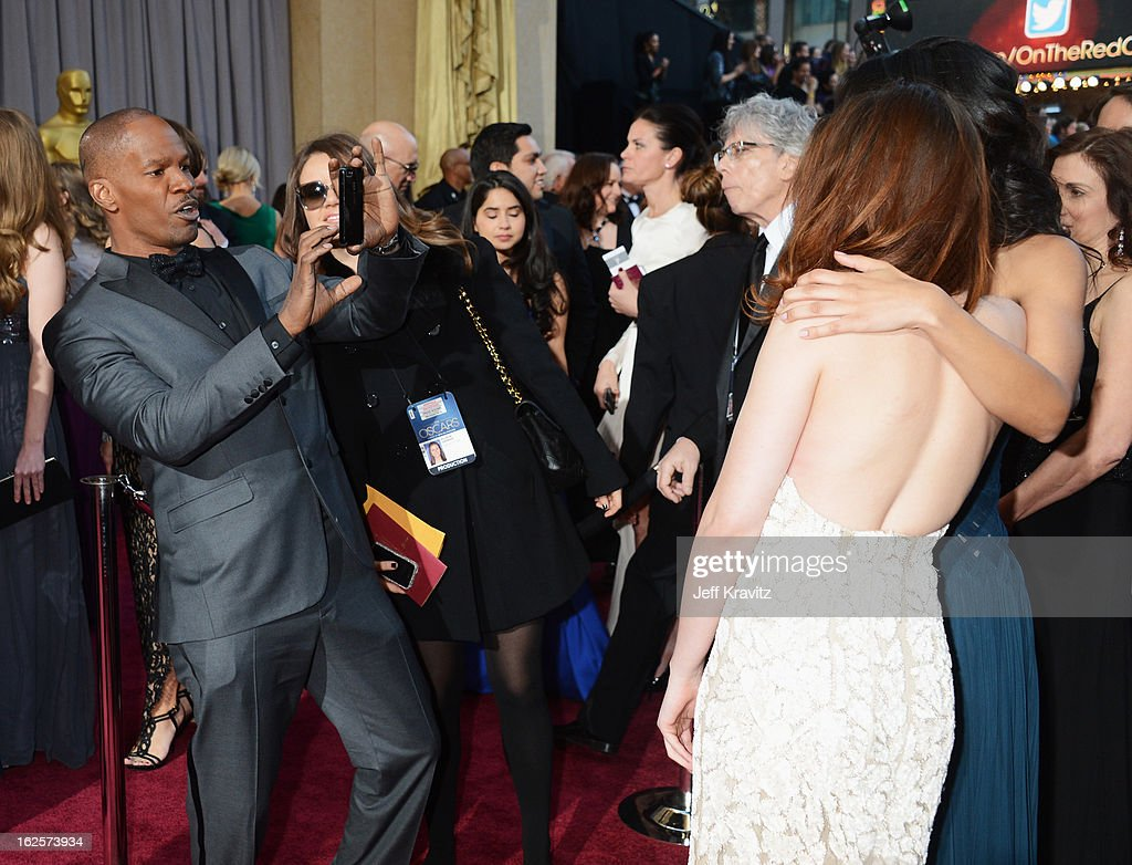 Actors Jamie Foxx (L) and Kristen Stewart arrive at the Oscars at Hollywood & Highland Center on February 24, 2013 in Hollywood, California.