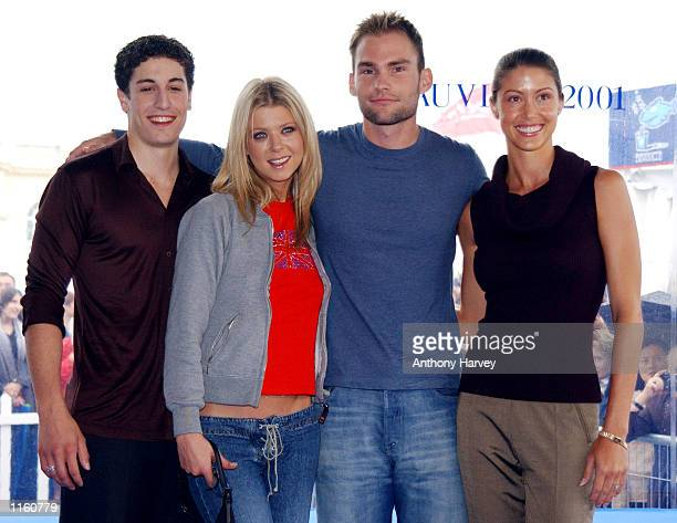 Actors Jason Biggs Tara Reid Seann William Scott and Shannon Elisabeth pose for photographers September 2 2001 at the Deauville Film Festival for...