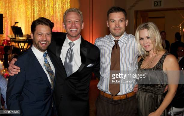 **EXCLUSIVE** Actors Jason Priestley Ian Ziering Brian Austin Green and Jennie Garth pose during Beverly Hills 90210Õs Ian Ziering and Erin Ludwig's...