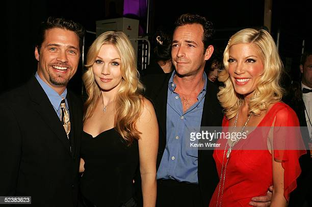 Actors Jason Priestley Jennie Garth Luke Perry and Tori Spelling attend the 2005 TV Land Awards at Barker Hangar on March 13 2005 in Santa Monica...