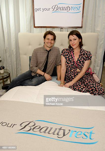 """Actors Jason Ritter and Melanie Lynskey got their beauty rest with Beautyrest Mattresses at EXTRA's """"WEEKEND OF   LOUNGE"""" produced by On 3..."""