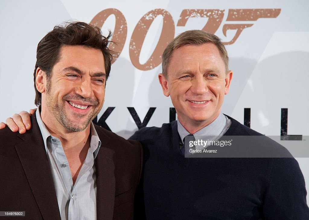 Actors Javier Bardem (L) and Daniel Craig (R) attend the 'Skyfall' photocall at the Villamagna Hotel on October 29, 2012 in Madrid, Spain.