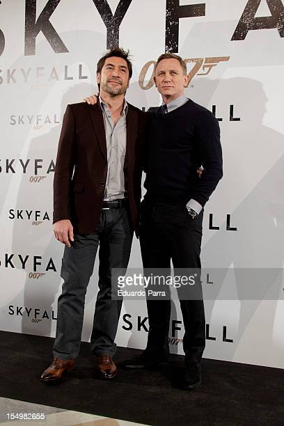 Actors Javier Bardem and Daniel Craig attend the 'Skyfall' photocall at the Villamagna Hotel on October 29, 2012 in Madrid, Spain.