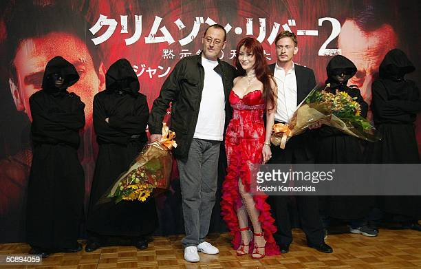 Actors Jean Reno Mika Kano and Benoit Magimel pose a press conference to promote Crimson River 2 on May 25 2004 in Tokyo Japan The film will open on...