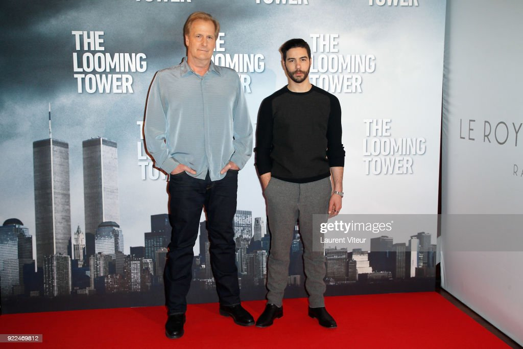 'The Looming Tower' Paris Photocall At The Royal Monceau : Nachrichtenfoto