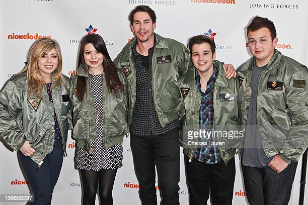 Actors Jennette McCurdy Miranda Cosgrove Jerry Trainor Nathan Kress and Noah Munck of Nickelodeon's iCarly pose at MCAS Miramar on January 9 2012 in...