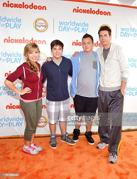Actors Jennette McCurdy Nathan Kress Noah Munck and Jerry Trainor celebrate Nickelodeon's largest ever Worldwide Day of Play at the Ellipse on...