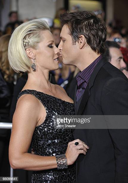 Actors Jennie Garth and Peter Facinelli arrive at The Twilight Saga New Moon premiere held at the Mann Village Theatre on November 16 2009 in...
