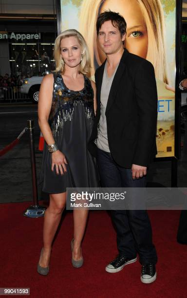 Actors Jennie Garth and Peter Facinelli arrive for the Los Angeles premiere of 'Letters To Juliet' at Grauman's Chinese Theatre on May 11 2010 in...