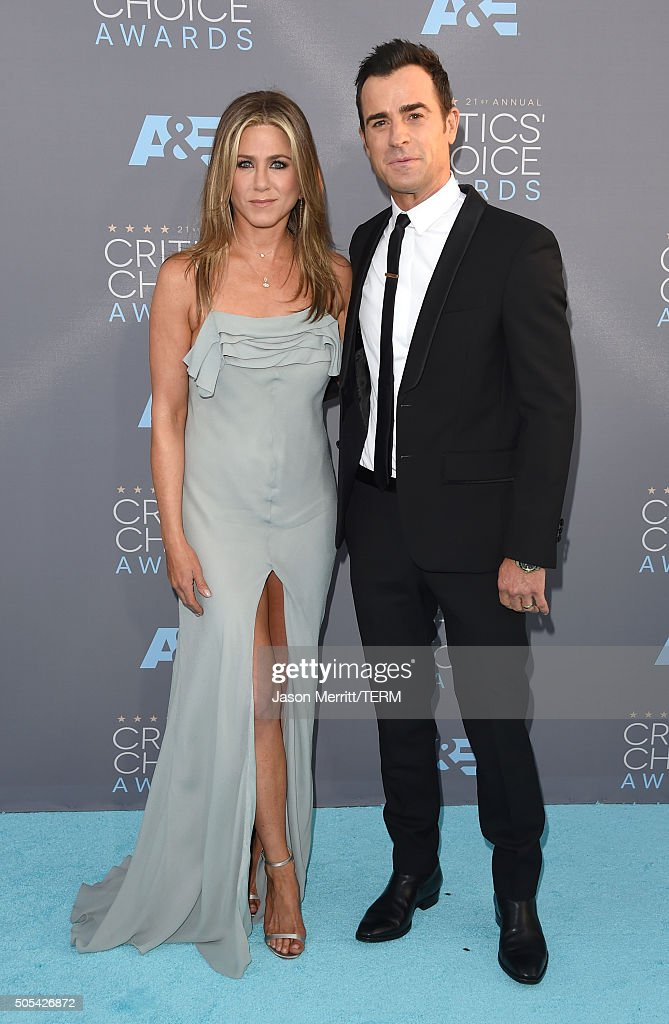 Actors Jennifer Aniston (L) and Justin Theroux attend the 21st Annual Critics' Choice Awards at Barker Hangar on January 17, 2016 in Santa Monica, California.