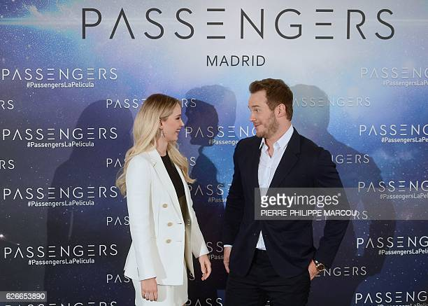 """Actors Jennifer Lawrence and Chris Pratt pose during the photocall of """"Passengers"""" directed by Norway Morten Tyldum, in Madrid on November 30, 2016...."""