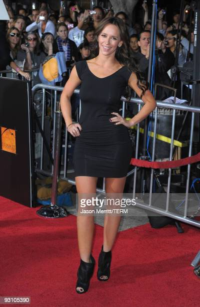 Actors Jennifer Love Hewitt arrives at the Los Angeles premiere of Summit Entertainment's 'The Twilight Saga: New Moon' at Mann Westwood on November...