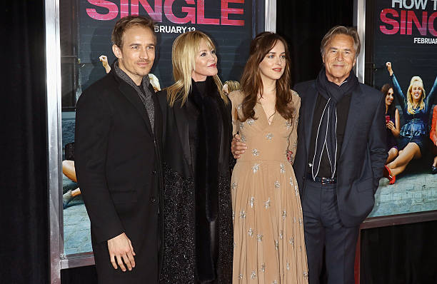 Fotos e imagens de how to be single new york premiere getty images actors jesse johnson melanie griffith dakota johnson and don johnson attend the how ccuart Choice Image