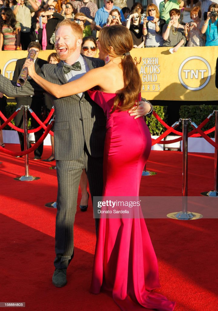 Actors Jesse Tyler Ferguson (L) and Sofia Vergara arrive at the 18th Annual Screen Actors Guild Awards held at The Shrine Auditorium on January 29, 2012 in Los Angeles, California.