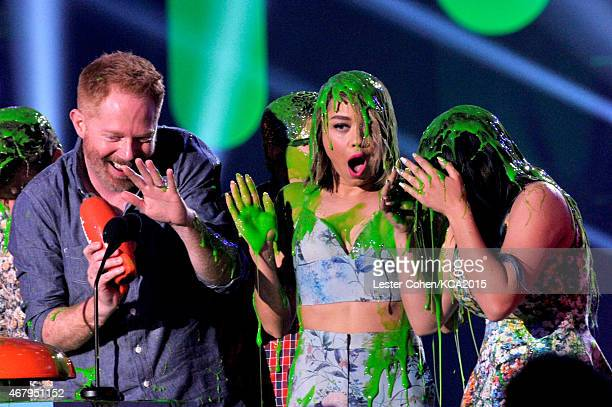 Actors Jesse Tyler Ferguson Sarah Hyland and Ariel Winter accept Favorite Family TV Show for 'Modern Family' onstage during Nickelodeon's 28th Annual...