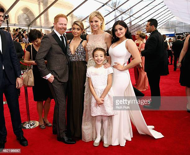 Actors Jesse Tyler Ferguson Sarah Hyland Julie Bowen Aubrey AndersonEmmons and Ariel Winter attend TNT's 21st Annual Screen Actors Guild Awards at...