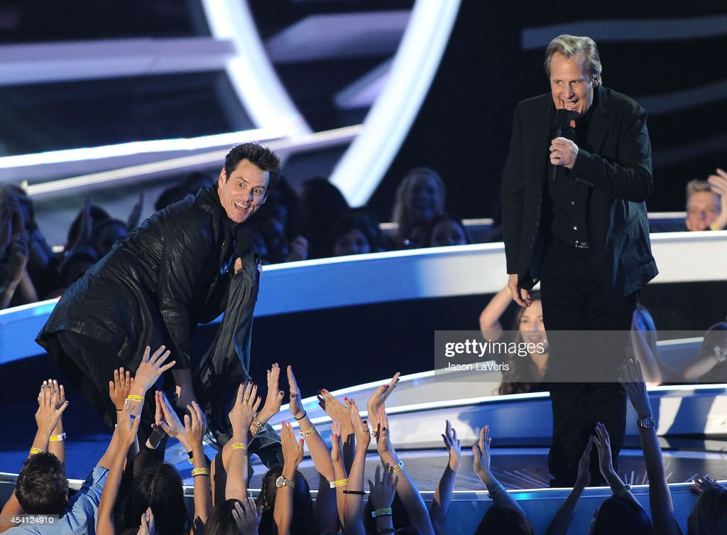 Actors Jim Carrey and Jeff Daniels perform onstage at the 2014 MTV Video Music Awards at The Forum on August 24, 2014 in Inglewood, California.