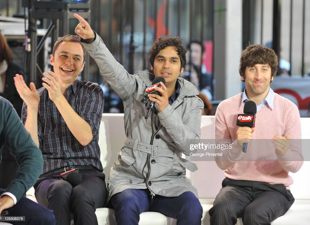 'The Big Bang Theory' Visits Live At etalk : Nachrichtenfoto