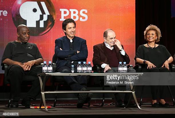 Actors Jimmie Walker Ray Romano Bob Newhart and Leslie Uggams speak onstage during the 'Pioneers of Television Season 4 'Acting Funny' 'Breaking...
