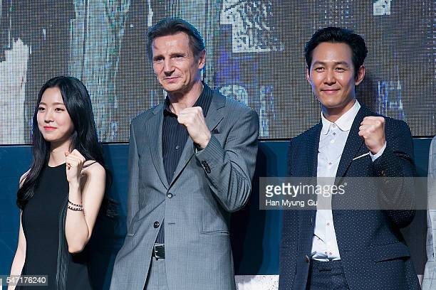 Actors Jin SeYeon Liam Neeson and Lee JungJae attend the premiere for 'Operation Chromite' on July 13 2016 in Seoul South Korea The film will open on...