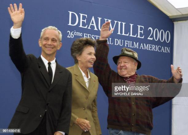 US actors Joel Grey Mickey Rooney and French actress Leslie Caron pose for photographers 06 September 2000 prior the presentation of the film 'Center...