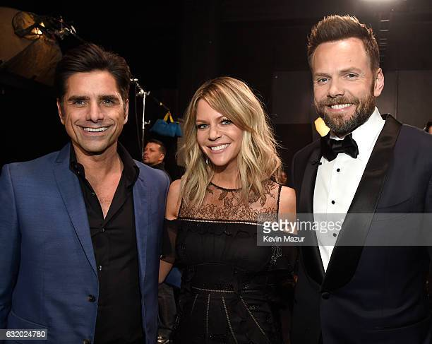 Actors John Stamos Kaitlin Olson and host Joel McHale backstage at the People's Choice Awards 2017 at Microsoft Theater on January 18 2017 in Los...