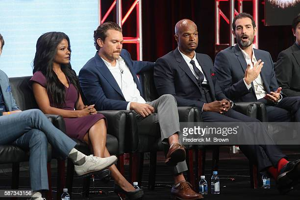 Actors Johnathan Fernandez Keesha Sharp Clayne Crawford Damon Wayons and executive producer/writer Matt Miller speak onstage at the 'Lethal Weapon'...