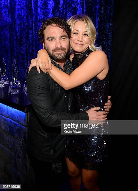 Actors Johnny Galecki and Kaley Cuoco attend the People's Choice Awards 2016 at Microsoft Theater on January 6, 2016 in Los Angeles, California.