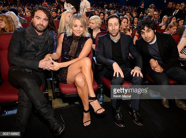 Actors Johnny Galecki Kaley Cuoco Simon Helberg and Kunal Nayyar attend the People's Choice Awards 2016 at Microsoft Theater on January 6 2016 in Los...