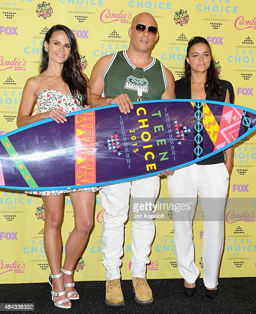 Actors Jordana Brewster Vin Diesel and Michelle Rodriguez pose in the press room at the Teen Choice Awards 2015 at Galen Center on August 16 2015 in...
