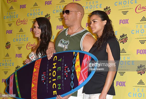 Actors Jordana Brewster Vin Diesel and Michelle Rodriguez winner of the Choice Movie Action Award for Furious 7 pose in the press room during the...