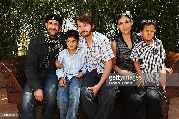 Actors Jose Maria Yazpik Christopher RuizEsparza director Diego Luna actors Karina Gidi and Gerardo RuizEsparza from the film Abel poses for a...