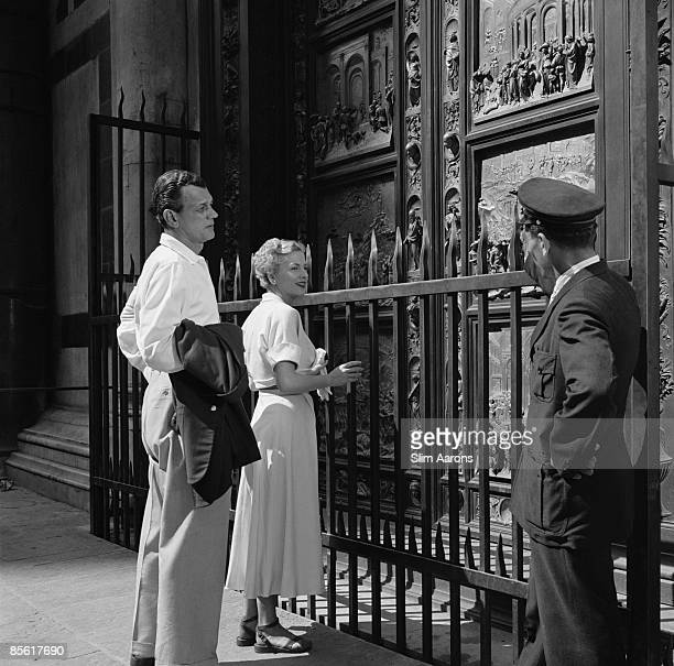 Actors Joseph Cotten and Joan Fontaine in Florence Italy during the location filming of 'September Affair' August 1949 They are standing in front of...
