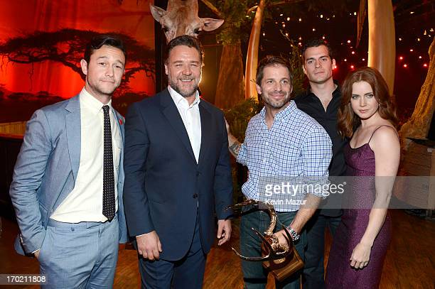 Actors Joseph GordonLevitt and Russell Crowe director Zack Snyder actors Henry Cavill and Amy Adams attend the 2013 Spike TV Guys Choice at Sony...