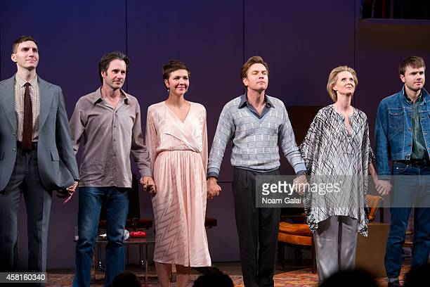 Actors Josh Hamilton Maggie Gyllenhaal Ewan McGregor and Cynthia Nixon perform during the opening night curtain call of The Real Thing on Broadway at...