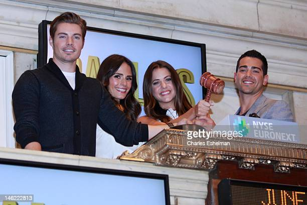 Actors Josh Henderson Jordana Brewster Julie Gonzalo and Jesse Metcalfe ring the closing bell at the New York Stock Exchange on June 12 2012 in New...