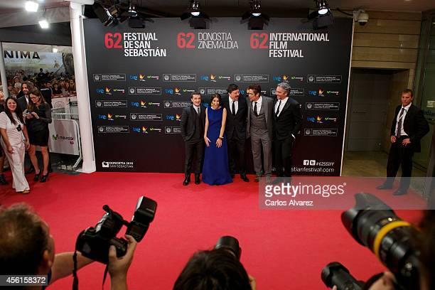 Actors Josh Hutcherson Claudia Traisac Carlos Bardem Benicio del Toro and director Andrea Di Stefano attend Murieron Por Encima De Sus Posibilidades...