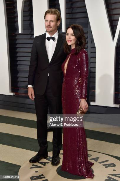 Actors Josh Pence and Abigail Spencer attend the 2017 Vanity Fair Oscar Party hosted by Graydon Carter at Wallis Annenberg Center for the Performing...