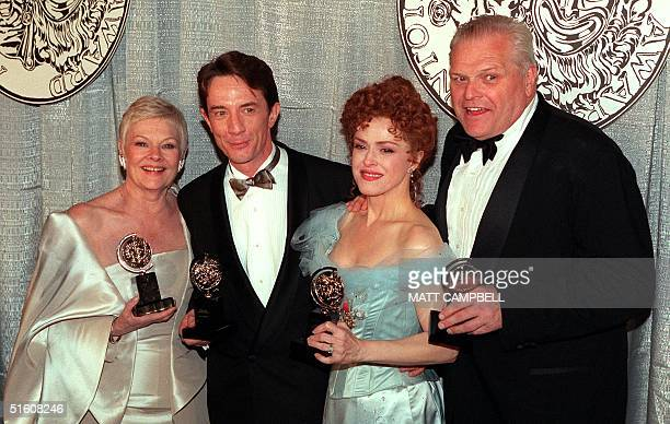 Actors Judi Dench Martin Short Bernadette Peters and Brian Dennehy pose together with their Tony Awards at the end of the ceremony 06 June 1999 in...
