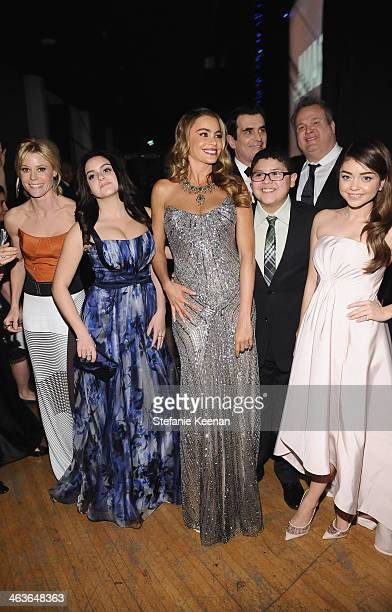 Actors Julie Bowen Ariel Winter Sofía Vergara Ty Burrell Rico Rodriguez and Sarah Hyland attend the 20th Annual Screen Actors Guild Awards at The...