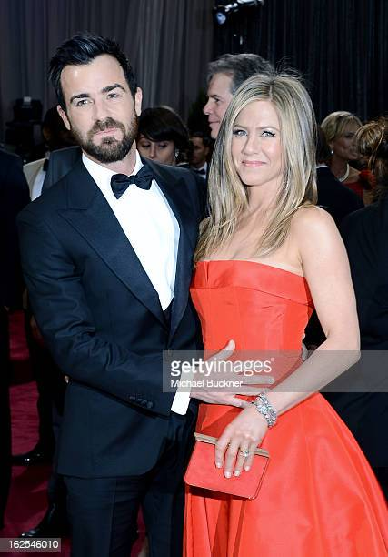 Actors Justin Theroux and Jennifer Aniston arrive at the Oscars at Hollywood Highland Center on February 24 2013 in Hollywood California