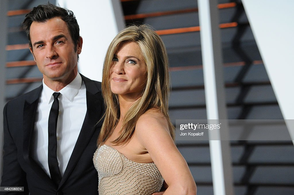 Actors Justin Theroux (L) and Jennifer Aniston attend the 2015 Vanity Fair Oscar Party hosted by Graydon Carter at Wallis Annenberg Center for the Performing Arts on February 22, 2015 in Beverly Hills, California.