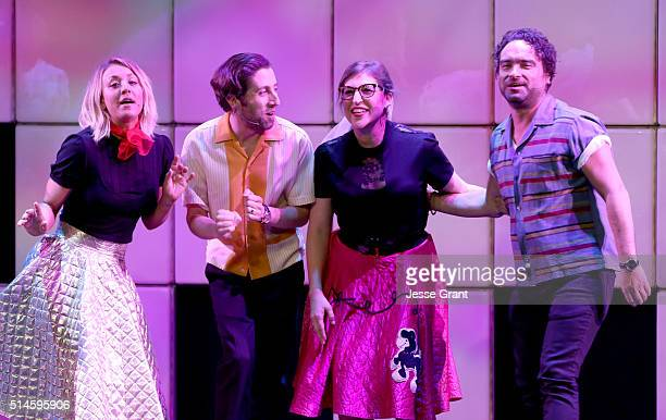 Actors Kaley Cuoco Simon Helberg Mayim Bialik and Johnny Galecki perform onstage during the 24th and final A Night at Sardi's to benefit the...