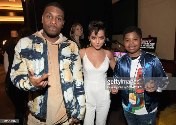 Actors Kel Mitchell Isabela Moner and Benjamin Flores Jr in the green room at Nickelodeon's 2017 Kids' Choice Awards at USC Galen Center on March 11...