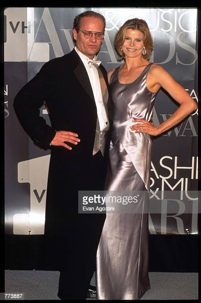 Actors Kelsey Grammer and Mariel Hemingway stand at the 1995 VH1 Fashion and Music Awards December 3 1995 in New York City The awards which were...