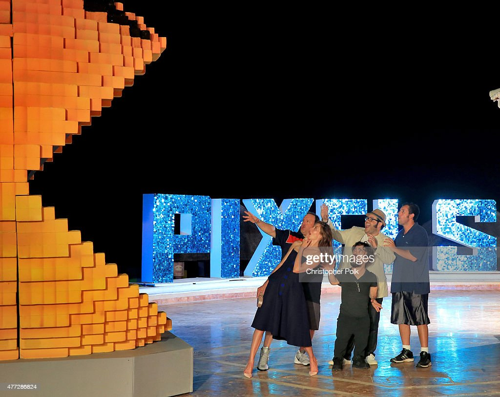 Actors Kevin James, Michelle Monaghan, Josh Gad, Peter Dinklage, and Adam Sandler attend the 'Pixels' photo call during Summer Of Sony Pictures Entertainment 2015 at The Ritz-Carlton Cancun on June 15, 2015 in Cancun, Mexico. #SummerOfSonyPictures #PixelsMovie