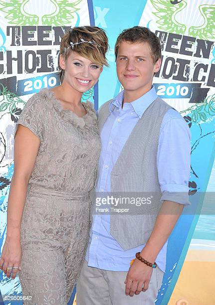 Actors Kimberly Wyatt and Kevin G Smith arrives at the 2010 Teen Choice Awards held at Gibson Amphitheatre in Universal City