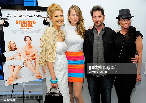 Actors Kristen Johnston Leelee Sobieski Jamie Kennedy and Donnamarie Recco pose for a photo at a screening of Finding Bliss at the Museum of Sex on...
